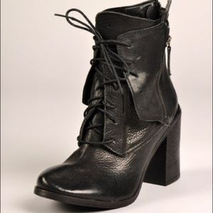 Boutique 9 'Saffi' Leather Boots - Sz 9 US
